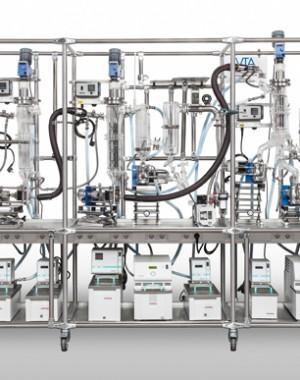 Laboratóriumi, több-fokozatú lepárló