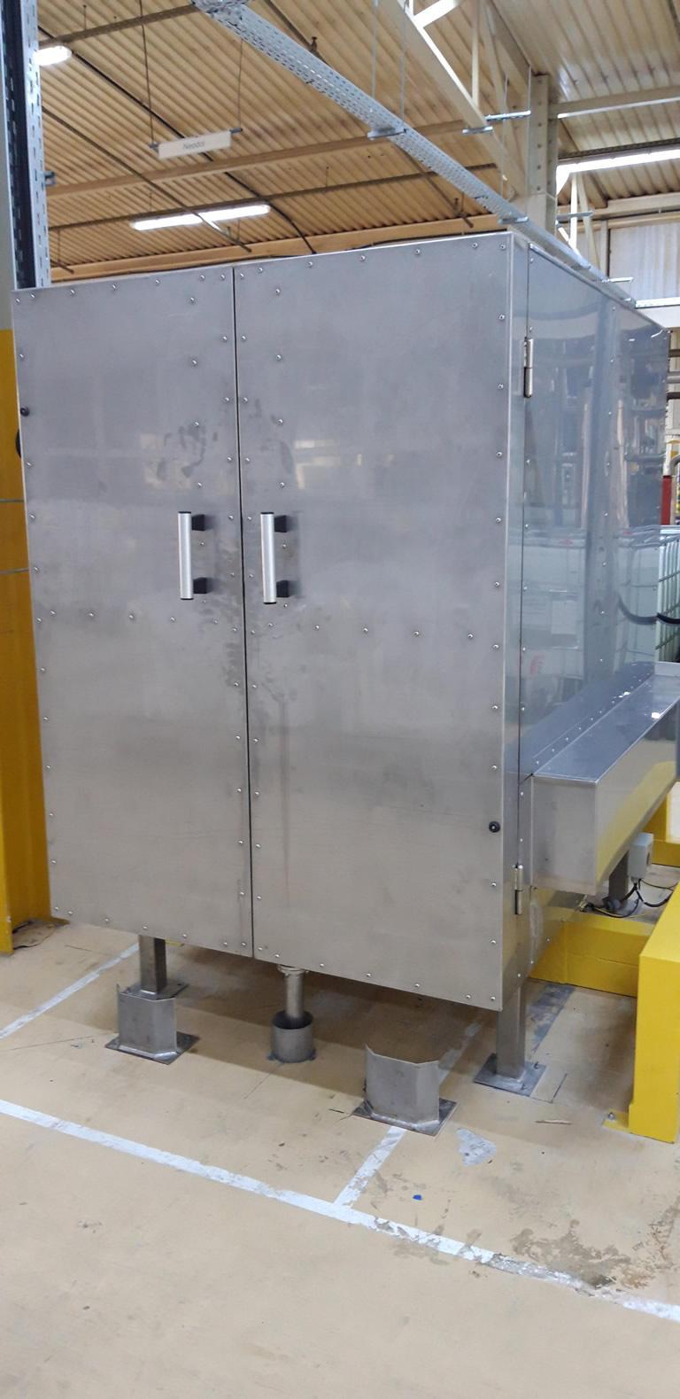 Egyedi fejlesztésű hőntartó kabin IBC konténerek temperálására
